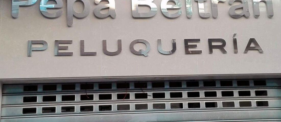 letras corpóreas en metacrilato y frontal de aluminio