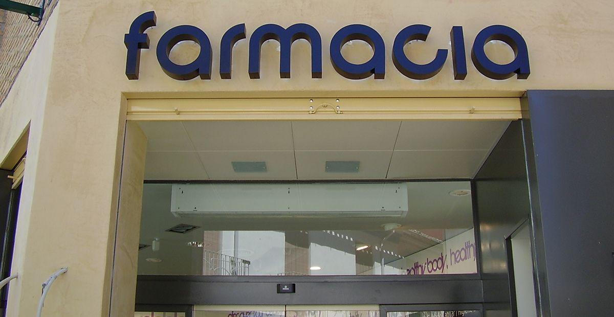 Letras aluminio luz indirecta Farmacia