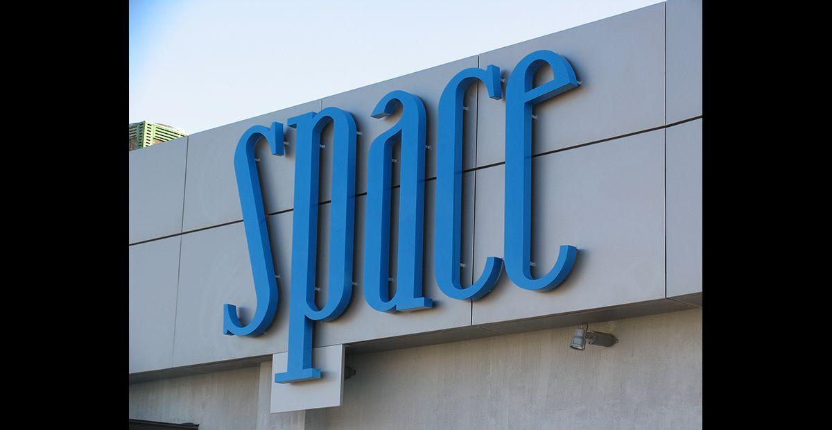 Letras aluminio luz indirecta Space
